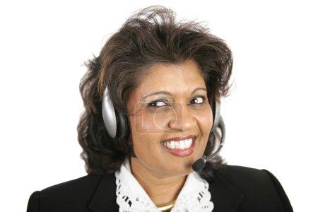 Photo pour Un joli agent du service à la clientèle indien portant un casque. Isolé sur blanc . - image libre de droit