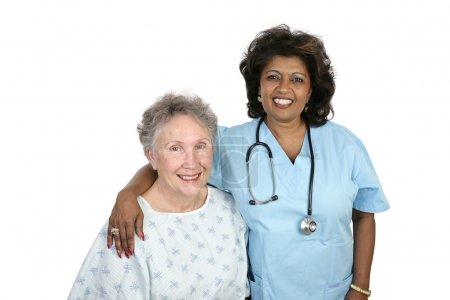 Photo pour Une femme âgée avec son infirmière attentionnée. Isolé sur blanc . - image libre de droit