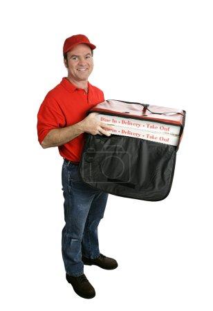 Photo pour Un livreur de pizza amical tenant un sac de livraison pizza chaude. affichage complet du corps, isolé sur blanc. - image libre de droit