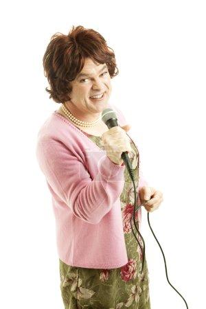 Photo pour Travesti célébrité ressemble à mal fagotée signataire âgé moyen. isolé sur blanc. - image libre de droit