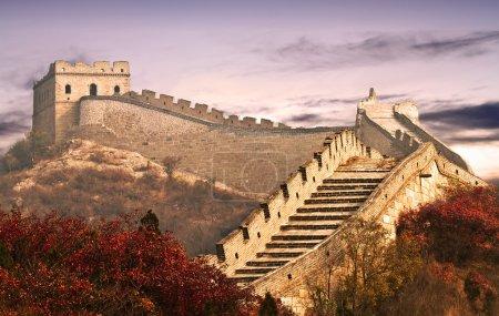 Photo pour Photo de la Grande Muraille dans les nuages, qui est appelé la huitième merveille dans le monde et a été construit dans l'ancienne Chine - image libre de droit