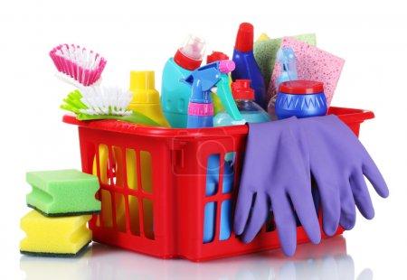 Photo pour Boîte complète de produits de nettoyage et gants isolés sur blanc - image libre de droit