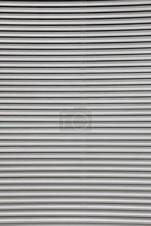 Photo pour Fond de porte à rouleaux de sécurité - tôle ondulée - image libre de droit