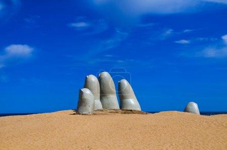 """Photo pour """"la Main """"une sculpture célèbre dans"""" Punta del este """"Uruguay - image libre de droit"""