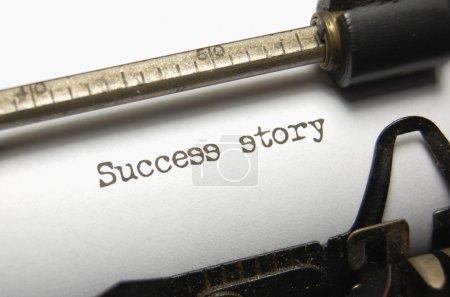 Foto de La historia de éxito de palabras escritas en una vieja máquina de escribir - Imagen libre de derechos