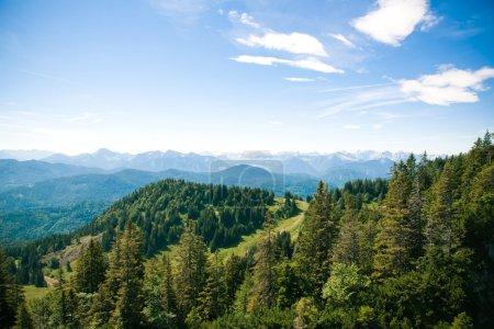 Photo pour Belles montagnes paysage et bleu ciel - image libre de droit