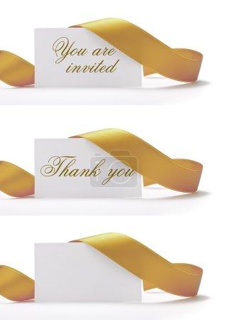 Photo pour Invitations et cartes de vœux sur fond blanc, vhere i'ts written you are invited, and thank you. Il y a un ruban doré autour. - image libre de droit