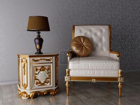 Photo pour Intérieur classique, fauteuil et lampe dans la chambre - image libre de droit