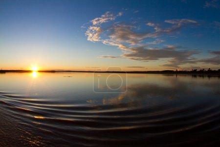Photo pour Un matin magique sur le fleuve Amazone. - image libre de droit