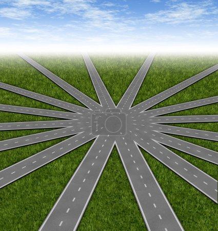 Photo pour Choix et stratégies symbole représenté par un réseau de routes et autoroutes de fusion à un point central, montrant de nombreuses options et les chemins d'accès disponibles à une équipe et co - image libre de droit