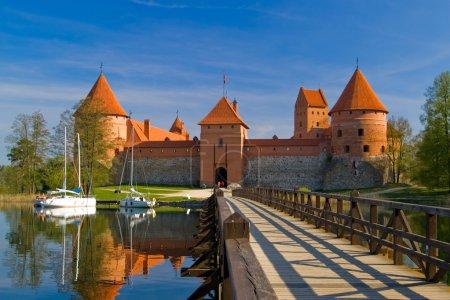 Photo pour Château de l'île de Trakai, l'une des destinations touristiques les plus populaires en Lituanie - image libre de droit
