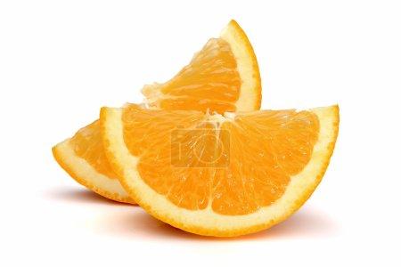 Photo pour Deux tranches d'orange, isolés sur fond blanc - image libre de droit