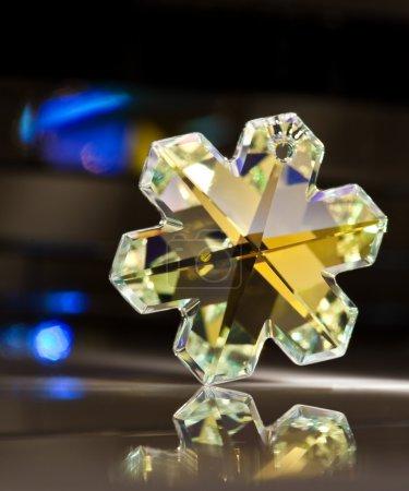 Photo pour Pendentif cristal gemme coloré - image libre de droit