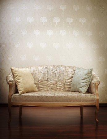 Photo pour Images du canapé glamour en or de luxe dans le fond de papier peint vintage - image libre de droit