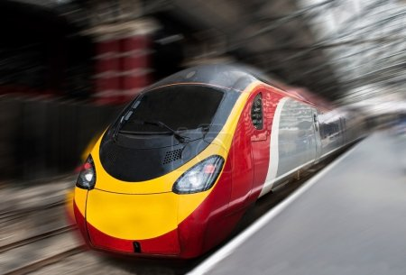 Photo pour Train de banlieue moderne de passagers rapide vitesse dans la station avec le flou de mouvement. - image libre de droit