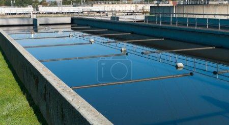 Photo pour Bassin où l'eau gaspillée est filtré - image libre de droit
