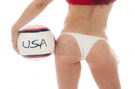 Photo pour Beau modèle porter des sous-vêtements rouges et blancs tenant une boule de team usa isolée sur blanc - image libre de droit