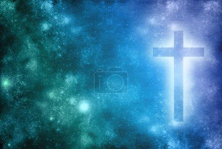 Photo pour Un fond bleu avec une croix chrétienne rayonnante - image libre de droit