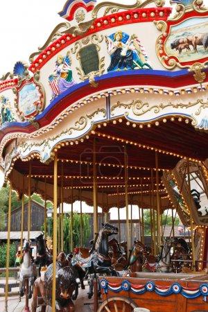 Photo pour Carrousel avec chevaux. Espagne, parc port aventura - image libre de droit