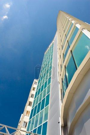 Foto de Objeto inmobiliario, edificio de oficinas alto hecho con vidrio y metal - Imagen libre de derechos