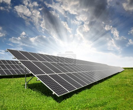 Foto de Paneles de energía solar en puesta de sol - Imagen libre de derechos