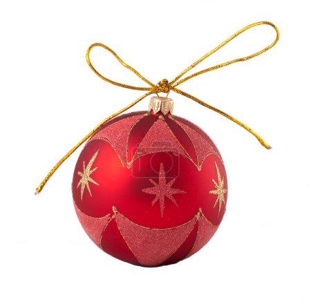 Photo pour Boule rouge de Noël isolée sur fond blanc - image libre de droit